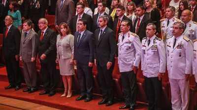 Presidente Abdo Benítez participó en egreso de nuevos magísteres