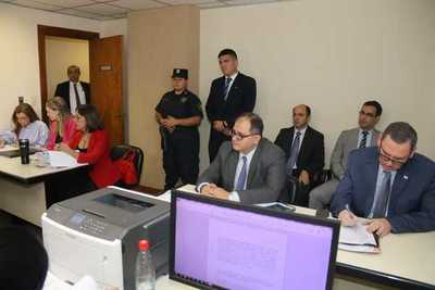 Ordenan prohibición de salida del país a Zacarías Irún y McLeod