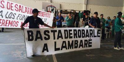Más funcionarios se suman a huelga en Municipalidad de Lambaré