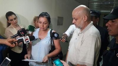 Esposa de Cubas reclama banca dejado por su marido
