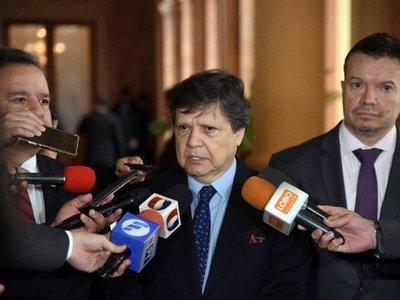 Euclides Acevedo deja en segundo plano expulsión de Payo Cubas