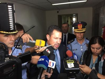 """No está previsto un permiso para Ulises Quintana"", dice diputado Bachi Núñez"