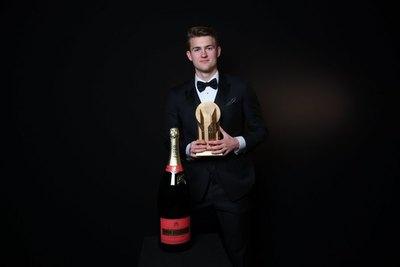 De Ligt ganó el 'Trofeo Kopa' al mejor jugador joven