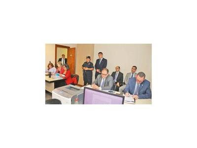 Javier Zacarías y McLeod zafan de la cárcel  por  presunta declaración falsa