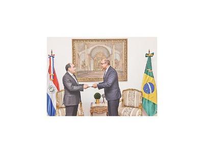Nuevos embajadores de Brasil y Corea se presentaron ayer