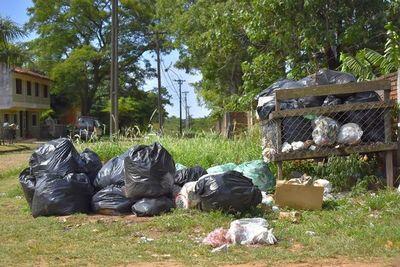 Amenazan con arrojar basuras frente a la Municipalidad de Villarrica