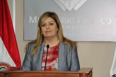 Sandra Quiñónez dice que va a investigar a Cartes