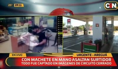 Delincuente asalta con machete estación de servicios