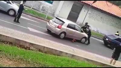 Furiosa conductora atropelló a agentes de la PMT y recibió multa de G. 843.400 •