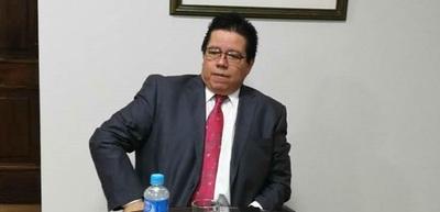 Fiscalía acusa a excontralor por producción de documentos falsos