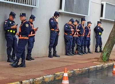 """Ministro del Interior quiere """"racionalizar"""" policías custodios de políticos"""