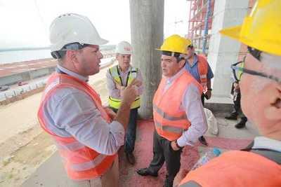 Ministro Petta observó avances en construcción de Oficinas de Gobierno