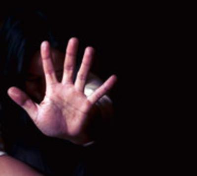 Mujer es brutalmente agredida por policía en San Juan Bautista