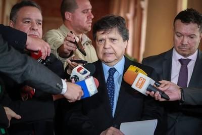 Ministro del Interior respalda a policía imputado por matar a un maleante