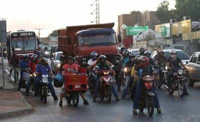 HOY / Proyectan ley para prohibir  vender combustibles a   motociclistas sin cascos