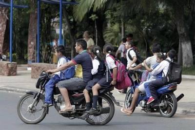 Proyecto de ley pretende prohibir vender combustibles a motociclistas sin cascos