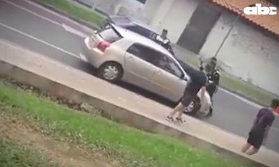 Conductora atropelló a policía municipal en Luque