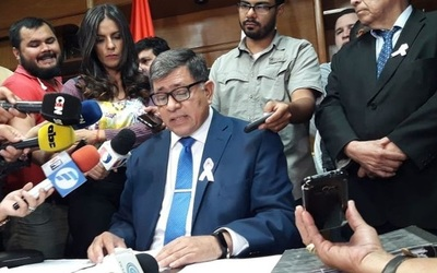 Policía detiene a Intendente Armando Gómez de Lambaré