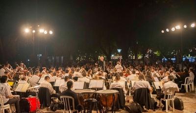 """""""Música para volar"""" de la OSCA en la Plaza Uruguaya"""
