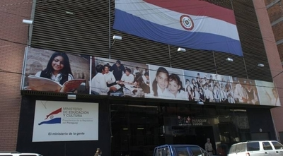 """HOY / Pago de """"aporte voluntario"""" para inscribir a alumnos: MEC cuestiona práctica y pide denunciar casos"""