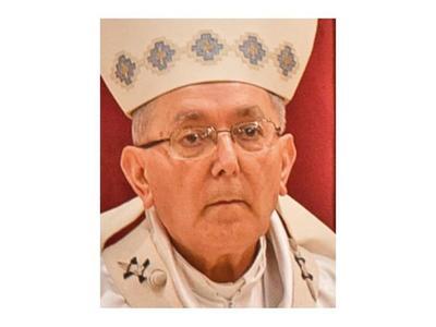 Papa pide a Valenzuela seguir como arzobispo dos años más