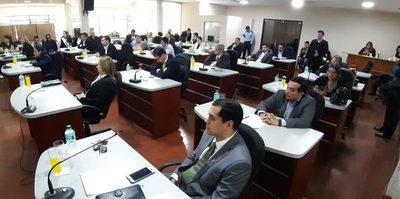 Concejales departamentales aprueban más adjudicaciones apresuradamente