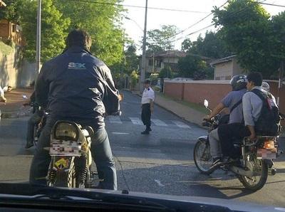 Diputados plantean prohibir carga de combustibles a motociclistas sin cascos