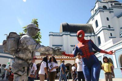 Mujer araña, depredador y soldado de plata, atracciones en Caacupé