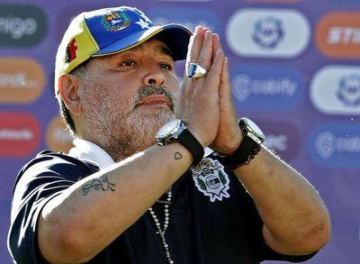 """Maradona dice que Riquelme """"se vendió"""""""