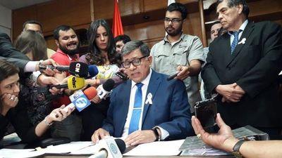 """Un mamarracho hizo la fiscal"", acusa Intendente de Lambaré"