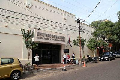 Hacienda verificará individualmente casos de hijas solteras de militares que cobran pensiones