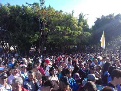 Explanada de Caacupé recibe a multitud de fieles