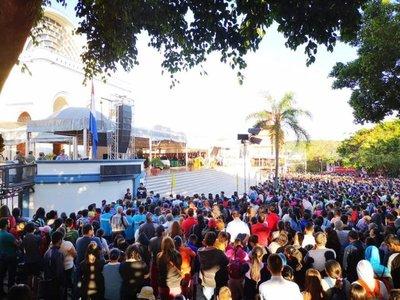 Iglesia pide a comunidad luchar con valentía para la paz en víspera de Caacupé