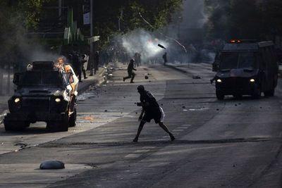 Violentos disturbios en nueva protesta en Chile 50 días después del estallido social