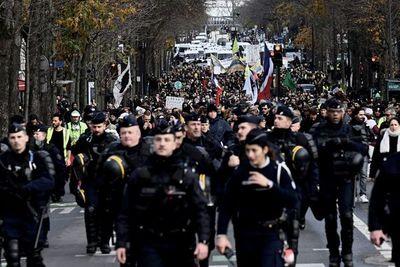 Huelga contra las pensiones se alarga en Francia con transporte público paralizado