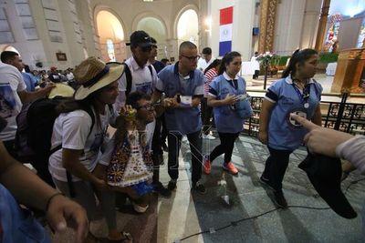 De rodillas y con ampollas, llegó Rodrigo al altar de la Virgen