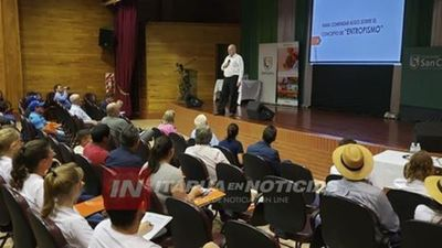 """PRESENTAN LIBRO """"DISRUPCIÓN DEL AGRONEGOCIO EN EL PARAGUAY""""."""