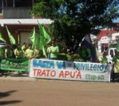 Escrachan a Silvio Ovelar frente a su casa en Coronel Oviedo