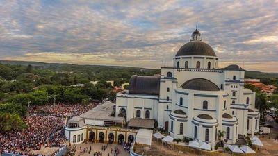 Multitudinario peregrinar en víspera de la Virgen de Caacupé