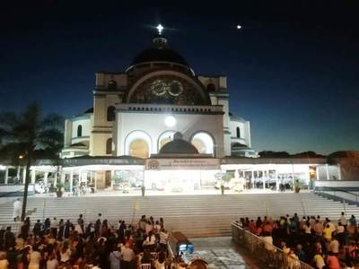 Miles de fieles acompañan a la Virgen por su Día en remozado Santuario •