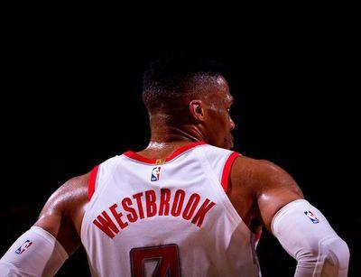 Westbrook se destaca con triple-doble
