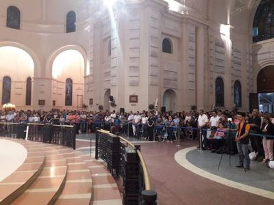 Caacupé: misa vespertina se desarrolla con la presencia de numerosos devotos