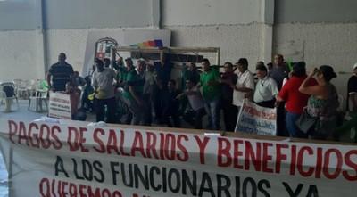 Municipalidad de Lambaré: Prosigue la huelga de funcionarios