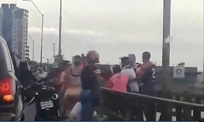 Evitan que un joven se lance del puente del Arroyo Mbói Ka'ẽ