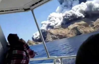 Turistas escapan minutos antes de la violenta erupción de un volcán en Nueva Zelanda