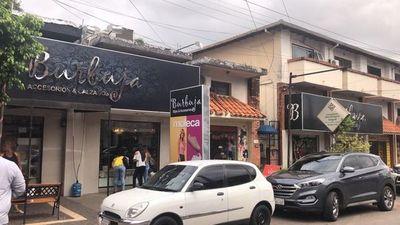 Allanan boutique por venta de presuntas imitaciones de marcas