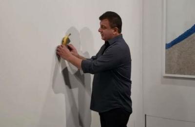 Se comieron la banana pegada a la pared que costaba 120.000 dólares