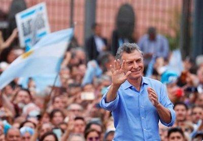 Macri deja Argentina con superávit fiscal primario, según datos oficiales