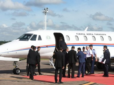 Mario Abdo estrena avión donado por Taiwán en viaje a Argentina
