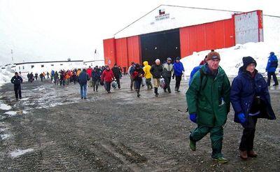 Avión militar desaparece en el sur de Chile con 38 pasajeros rumbo a la Antártida